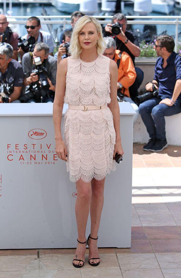 Charlize Theron zachwyca w przepięknej sukience Givenchy (FOTO)