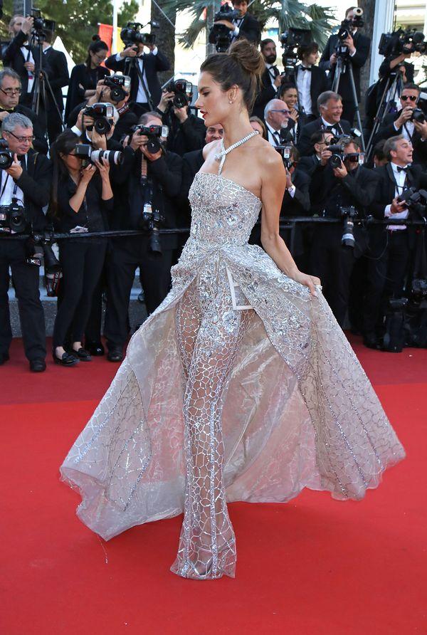 Alessandra Ambrosio w kreacji od Zuhaira Murada w Cannes