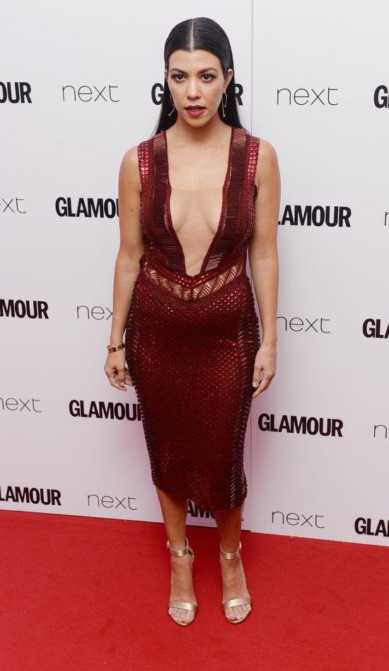 Kourtney Kardashian przesadziła z dekoltem? (FOTO)