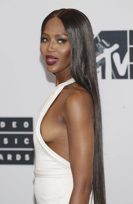 Naomi Campbell zaświeciła biustem na gali MTV VMA 2016