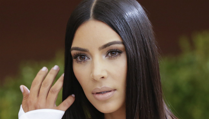 To liposukcja czy obróbka graficzna?! Zdjęcie Kim Kardashian budzi wątpliwości