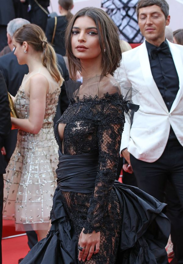 Nigdy nie uwierzycie jak wygląda dół kreacji Emily Ratajkowski z Cannes! (FOTO)