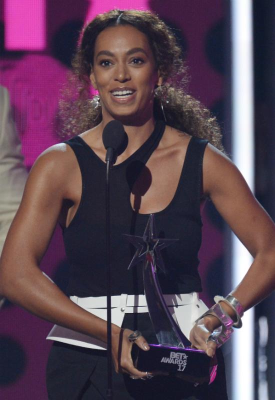 O rany! Siostra Beyonce przeszła drastyczną metamorfozę! Czy Solange Knowles...