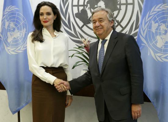 OMG! Angelina Jolie coraz bardziej przypomina swój własny cień!