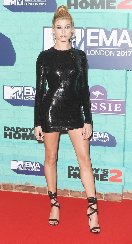 Sukienka Hailey Baldwin ze wczorajszej gali MTV była NAPRAWDĘ krótka! (FOTO)