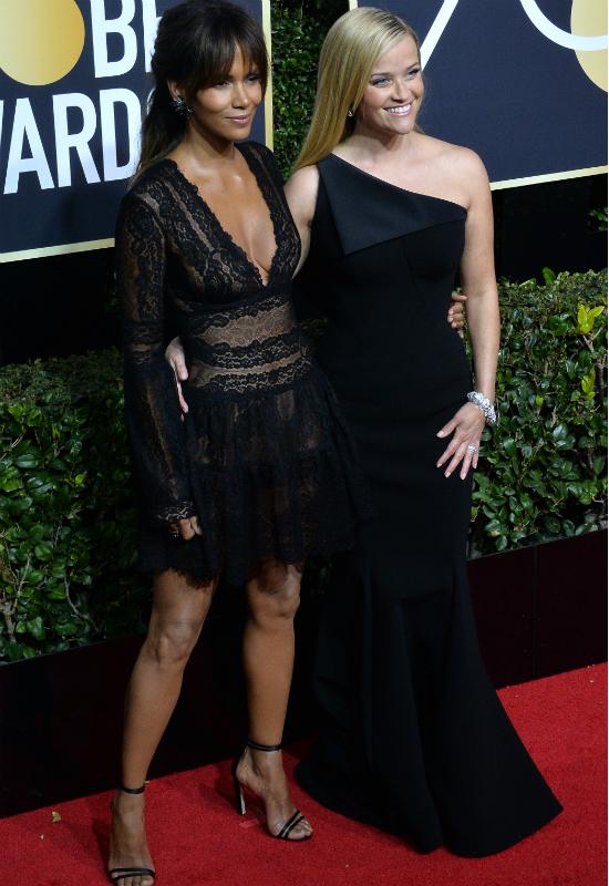 WOW! Lśniąca skóra Halle Berry to nie zasługa rozświetlacza! Znamy jej sekret!