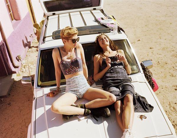 Festiwalowy lookbook Urban Outfitters