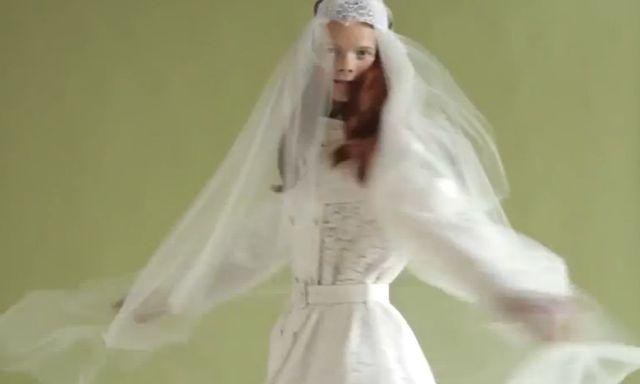 Nietypowe suknie ślubne w V Magazine (FOTO)