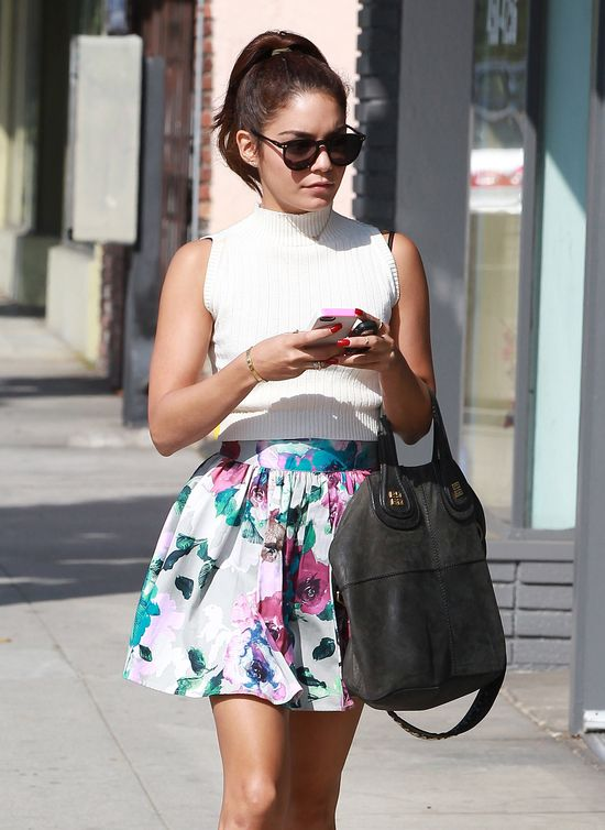 Vanessa Hudgens w kwiecistej mini. Nowy look aktorki!