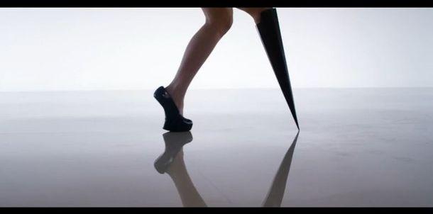 26-letnia modelka z protezą gwiazdą Channel 4 (VIDEO)