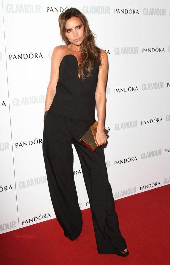 Victoria Beckham w czarnym kombinezonie (FOTO)