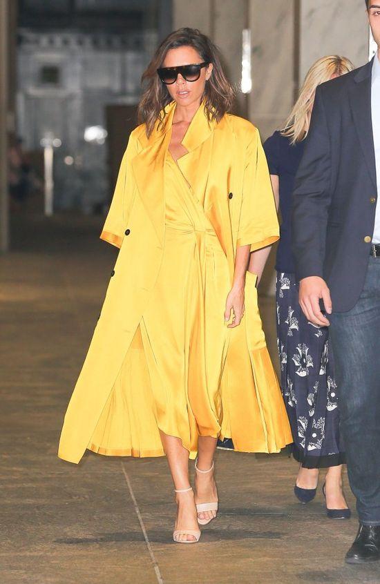 Victoria Beckham schowała ciążowy brzuszek pod szerokim płaszczem?