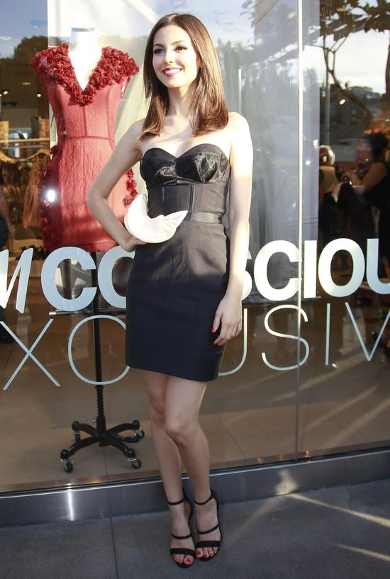 Victoria Justice w sukience H&M Exclusive Conscious
