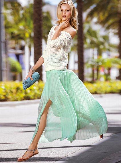Alessandra Ambrosio w spódnicy Victoria's Secret (FOTO)