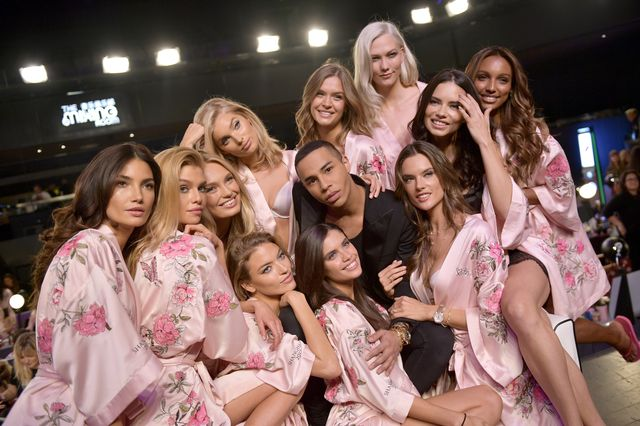 Mamy gorące zdjęcia prosto z backstage'u Victoria's Secret Fashion Show! (FOTO)