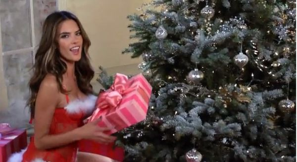 Aniołki Victoria`s Secret składają życzenia  (VIDEO)