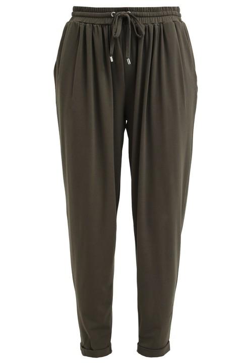 Małgorzata Socha zachwyca w spodniach i topie khaki
