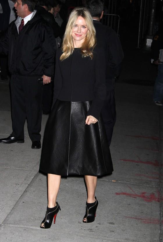 Naomi Watts cała w czerni