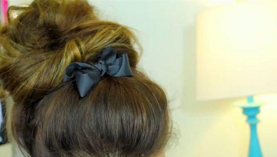 Jesienne fryzury z kokardką w roli głównej (FOTO)
