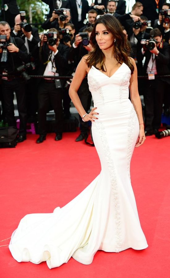 Diva w bieli na czerwonym dywanie - Eva Longoria w Cannes