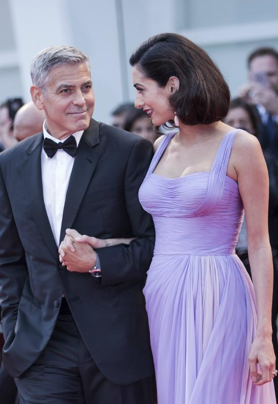 Od lawendowej stylizacji Amal Clooney ciężko oderwać wzrok!