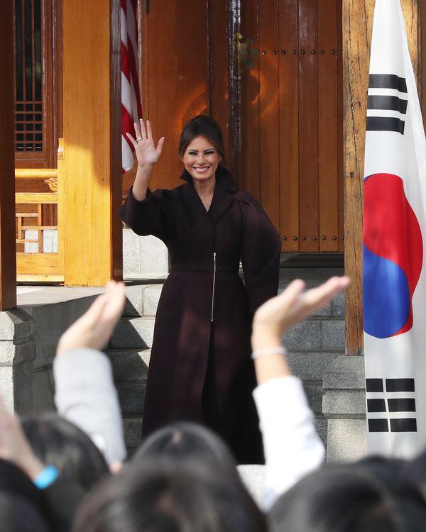 Ten czarny płaszcz Melanii Trump będzie kolejnym wielkim hitem? (FOTO)