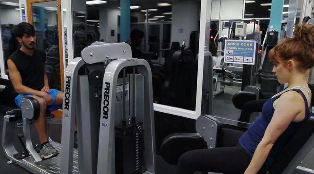 Jak to jest, być kobietą na siłowni (VIDEO)