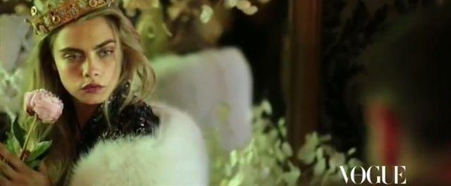 Backstage z sesji Cary Delevingne dla Vogue'a (VIDEO)