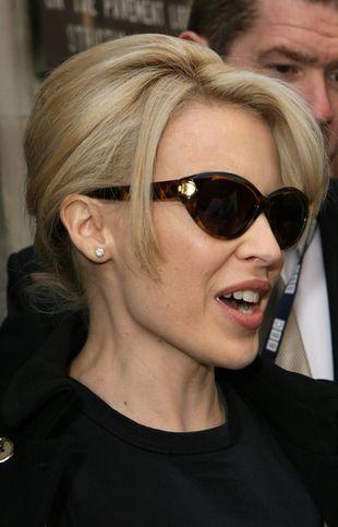 Kylie Minogue i jej szylkretowe oprawki