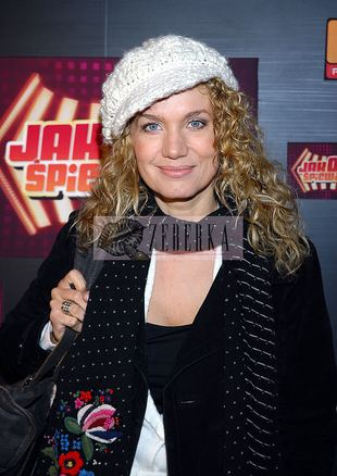 Joanna Trzepiecińska, moda, gwiazdy, dodatki, dzianina, szaliki