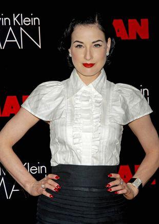 Dita Von Teese, styl, ubrania, moda