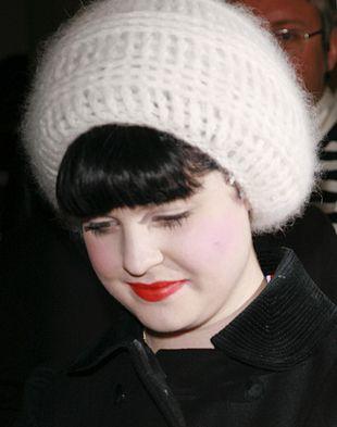 Kelly Osbourne, dodatki, berety, nakrycia głowy, fotki