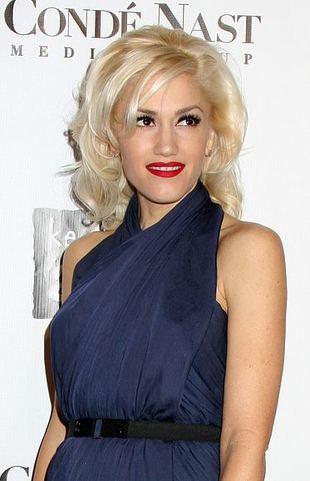 Gwen Stefani, fotki, czerwony dywan, sukienki, ubrania, moda, styl, zdjęcia