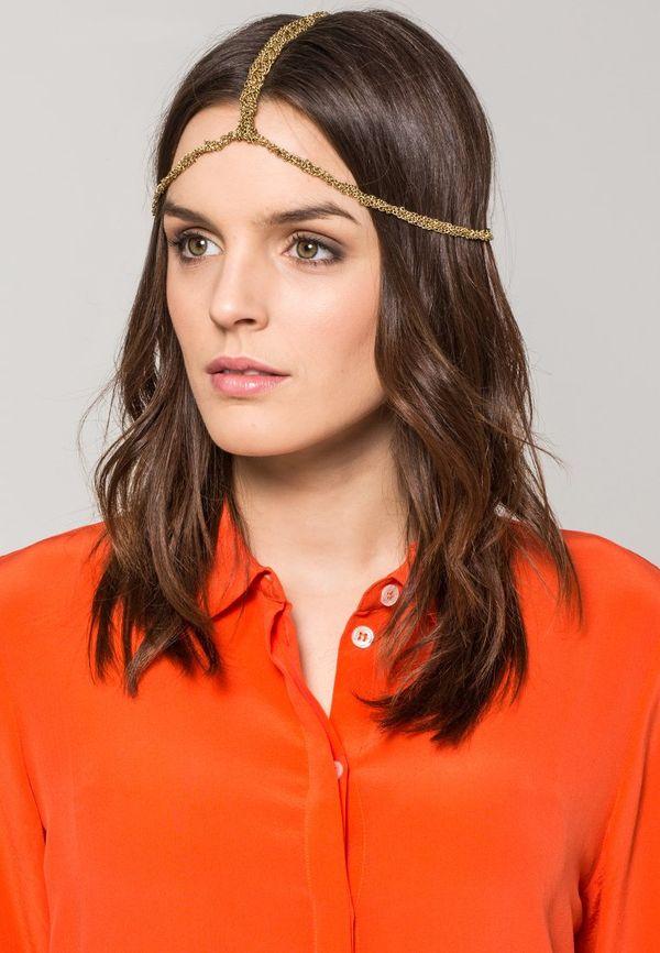 Maffashion w ozdobnym złotym łańcuszku na głowie (FOTO)