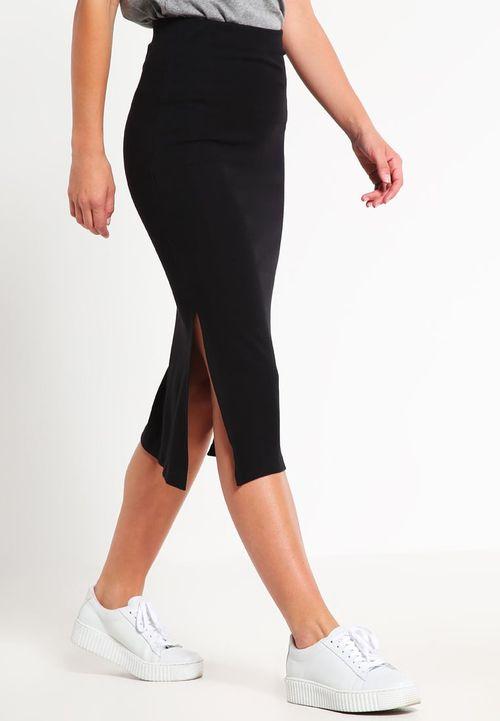 Myślisz nad stylizacją ze spódnicą ołówkową? Podpowiadamy, dla kogo są najlepsze