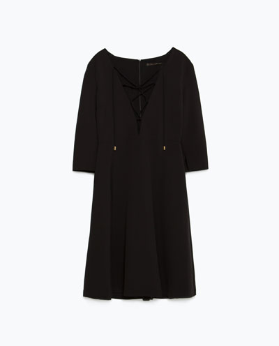 Moda na jesień - Sukienki i bluzki z ozdobnym sznurowaniem