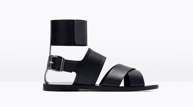 Modne sandały na płaskiej podeszwie - przegląd wyprzedaży