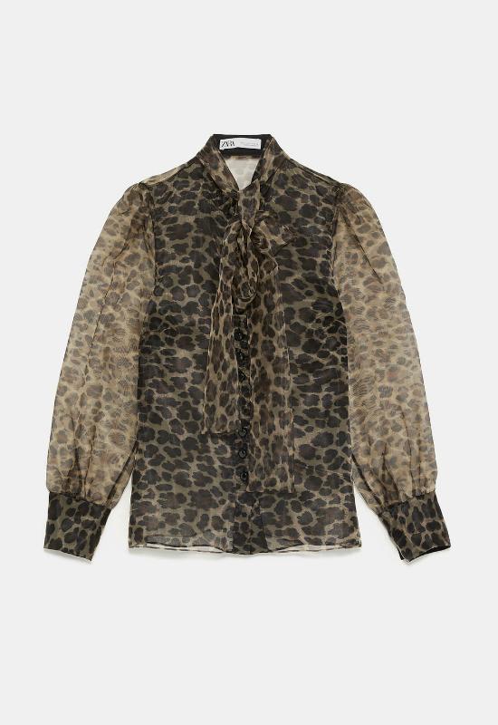 Internet twierdzi, że ta bluzka jest najlepiej sprzedającą się koszulą z Zary