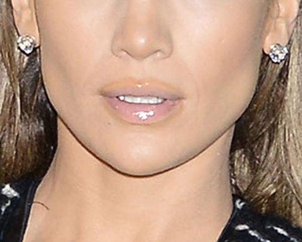 Co Jennifer Lopez ma na ustach?! (FOTO)