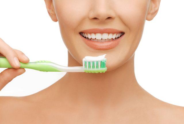 Jak wybielić zęby węglem aktywnym? To bardzo proste...
