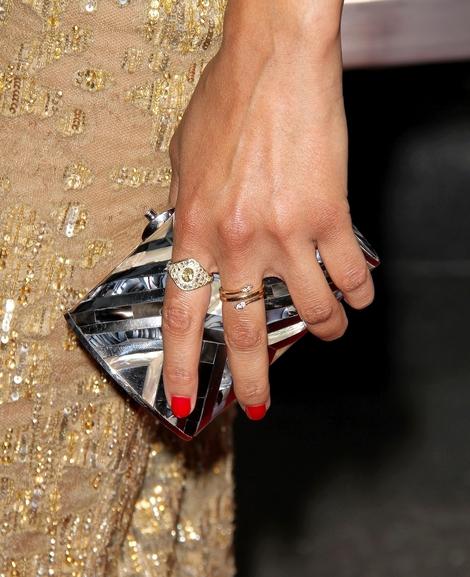 Zoe Saldana skąpana w złocie (FOTO)