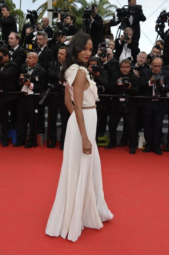 Zoe Saldana w bieli na Festiwalu Filmowym w Cannes (FOTO)
