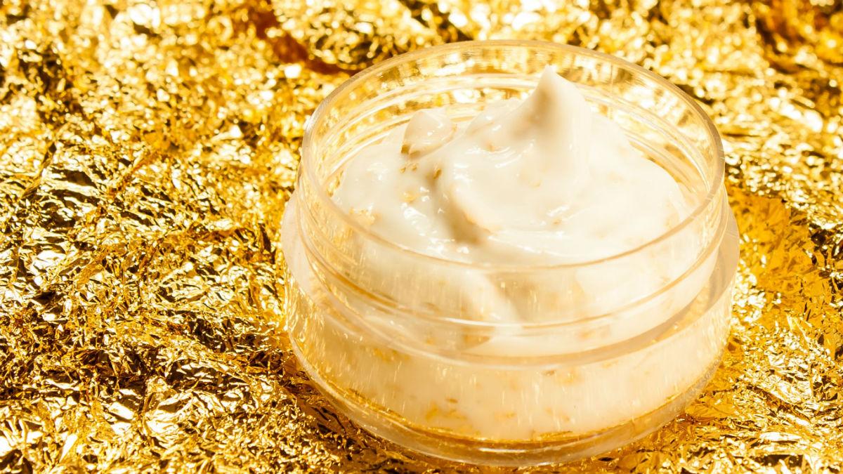 Otul się złotem! Sprawdź, w których kosmetykach można je znaleźć (PRZEGLĄD)