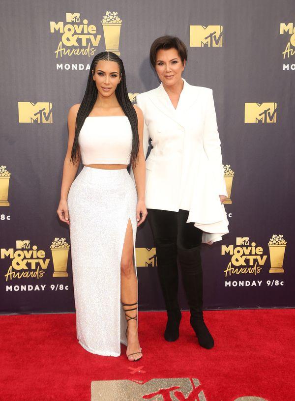 Kim Kardashian w warkoczykach - pasuje jej nowa fryzura? (FOTO)