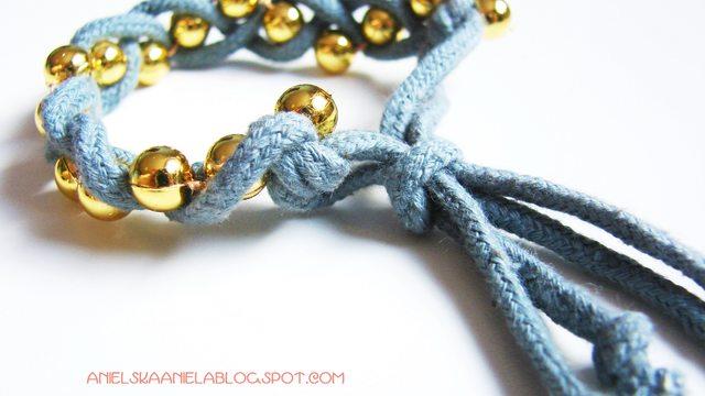 Zrób to sama: bransoletka z koralików i sznurka