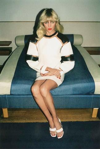 Anja Rubik w Self Service Magazine (FOTO)