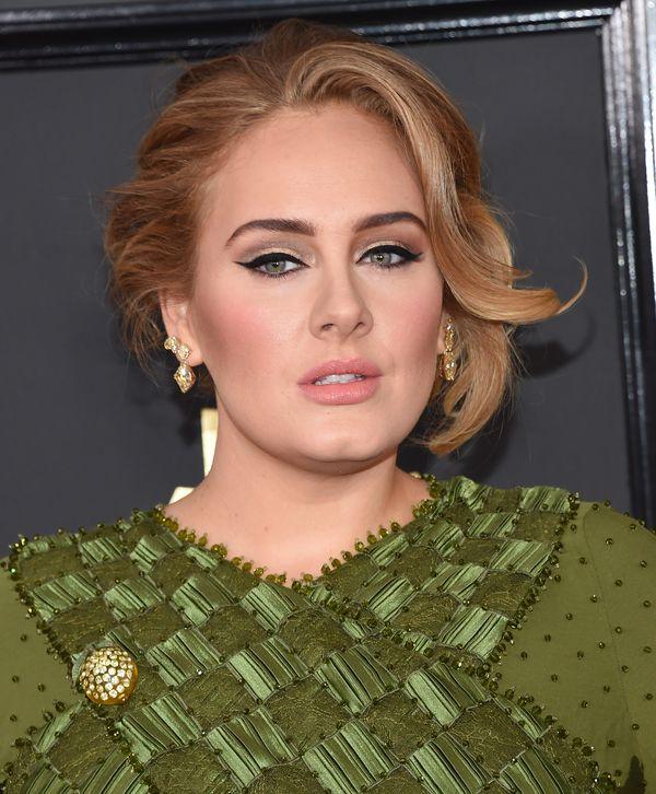 Sekret idealnej kreski na powiece Adele kosztuje... kilka złotych! (FOTO)