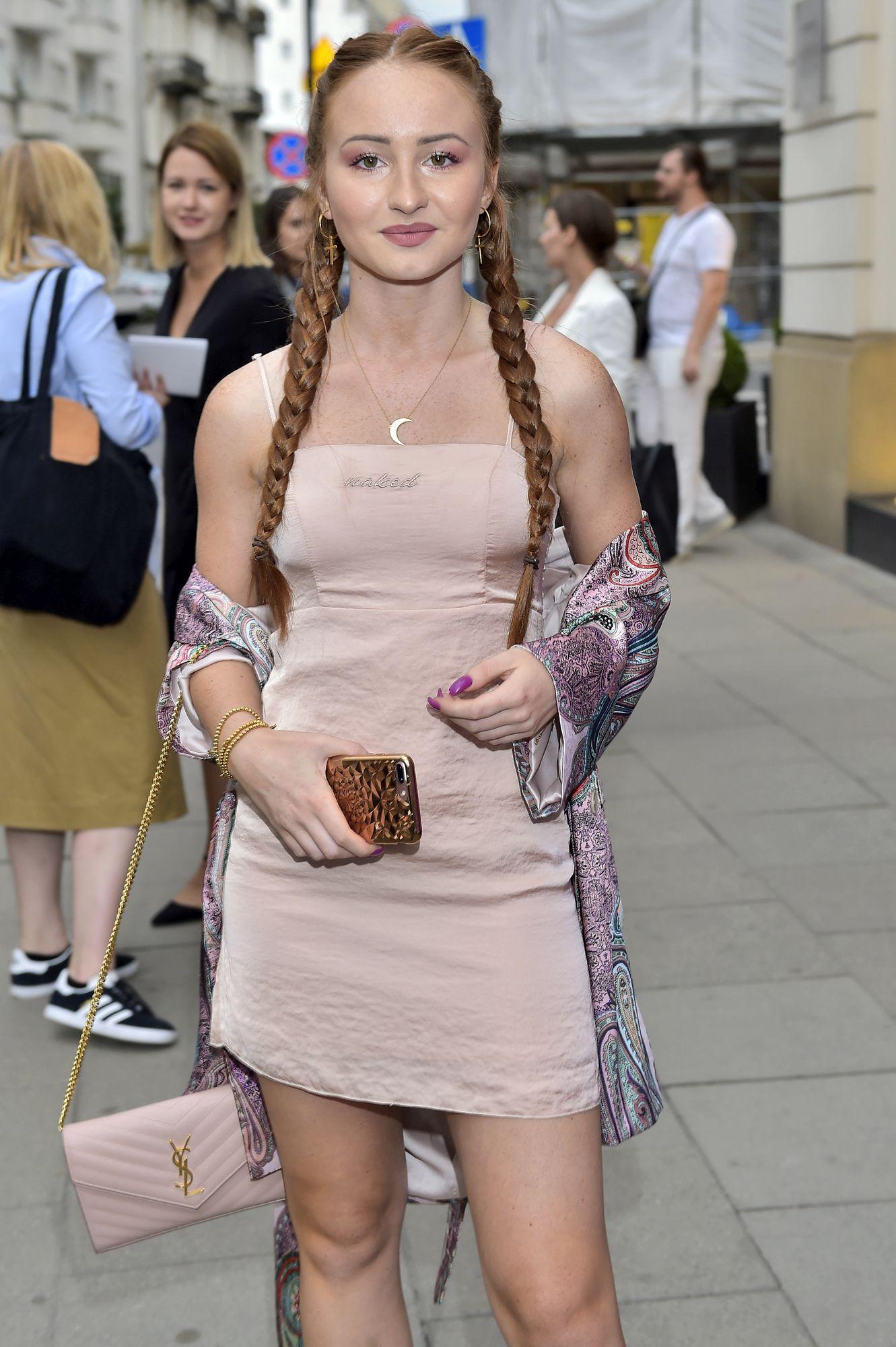 Angelika Mucha nie już ma rudych włosów. Teraz przypomina jedną z Kardashianek