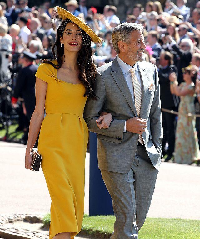 Żona Georga Clooneya na czerwony dywan przyszła ubrana w… topie