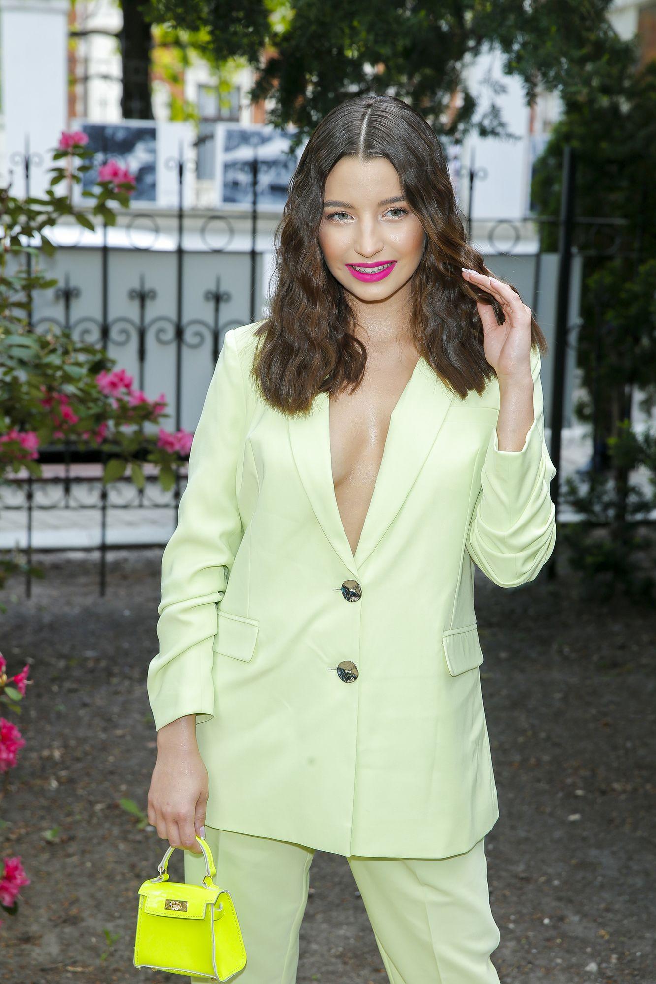 Tym kolorem szminki Julia Wieniawa udowadnia, że zna najnowsze trendy w makijażu